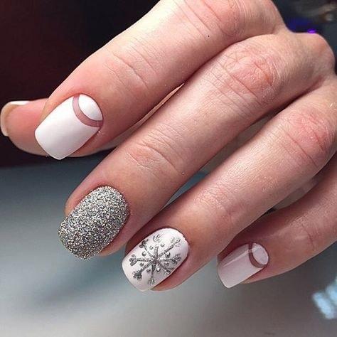 новогодний белый дизайн с лункой и серебристой присыпкой