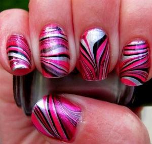 водный дизайн с мраморными розовыми полосами