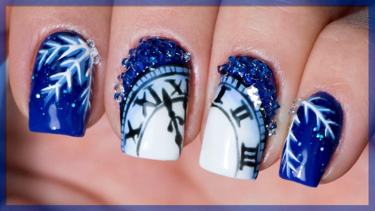 новогодний дизайн с кристал пикси и часами на синем фоне