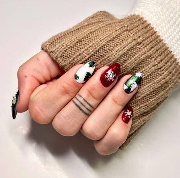 новогодний классный маникюр с зеленым,белым и красным цветом