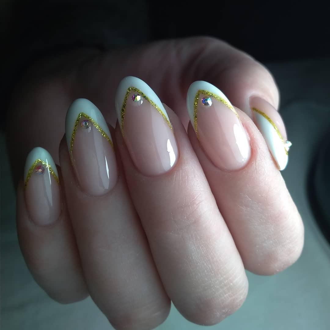 белый френч с золотыми блестками и стразами