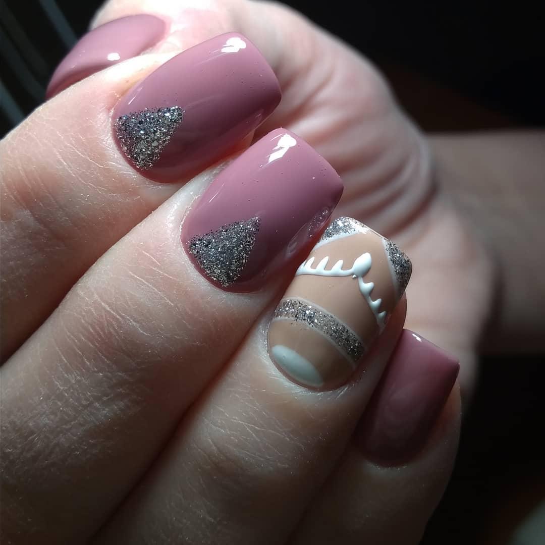 розово бежевый дизайн с серебристыми блестками