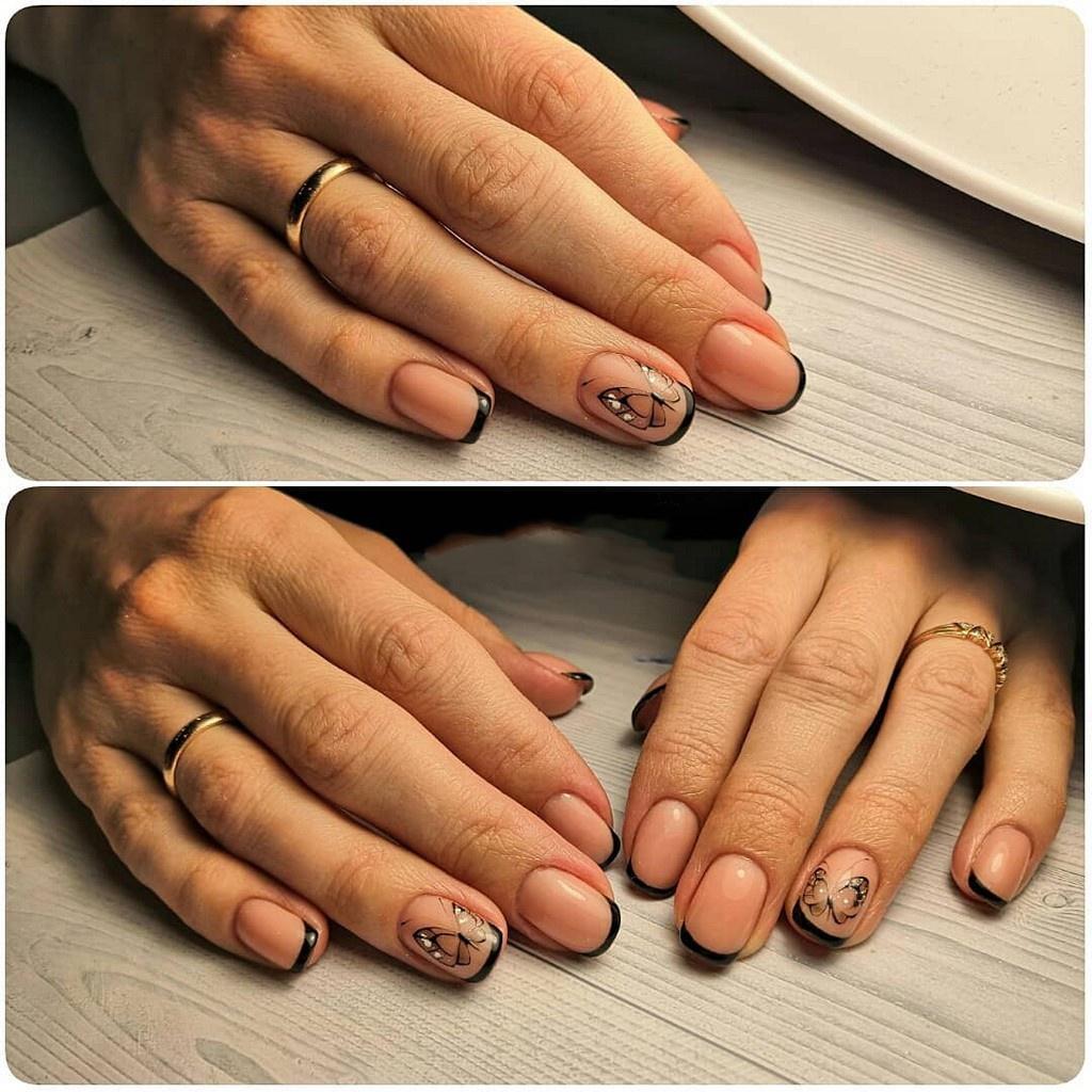 Черный френч с рисонком бабочки на круглой форме с короткими ногтями