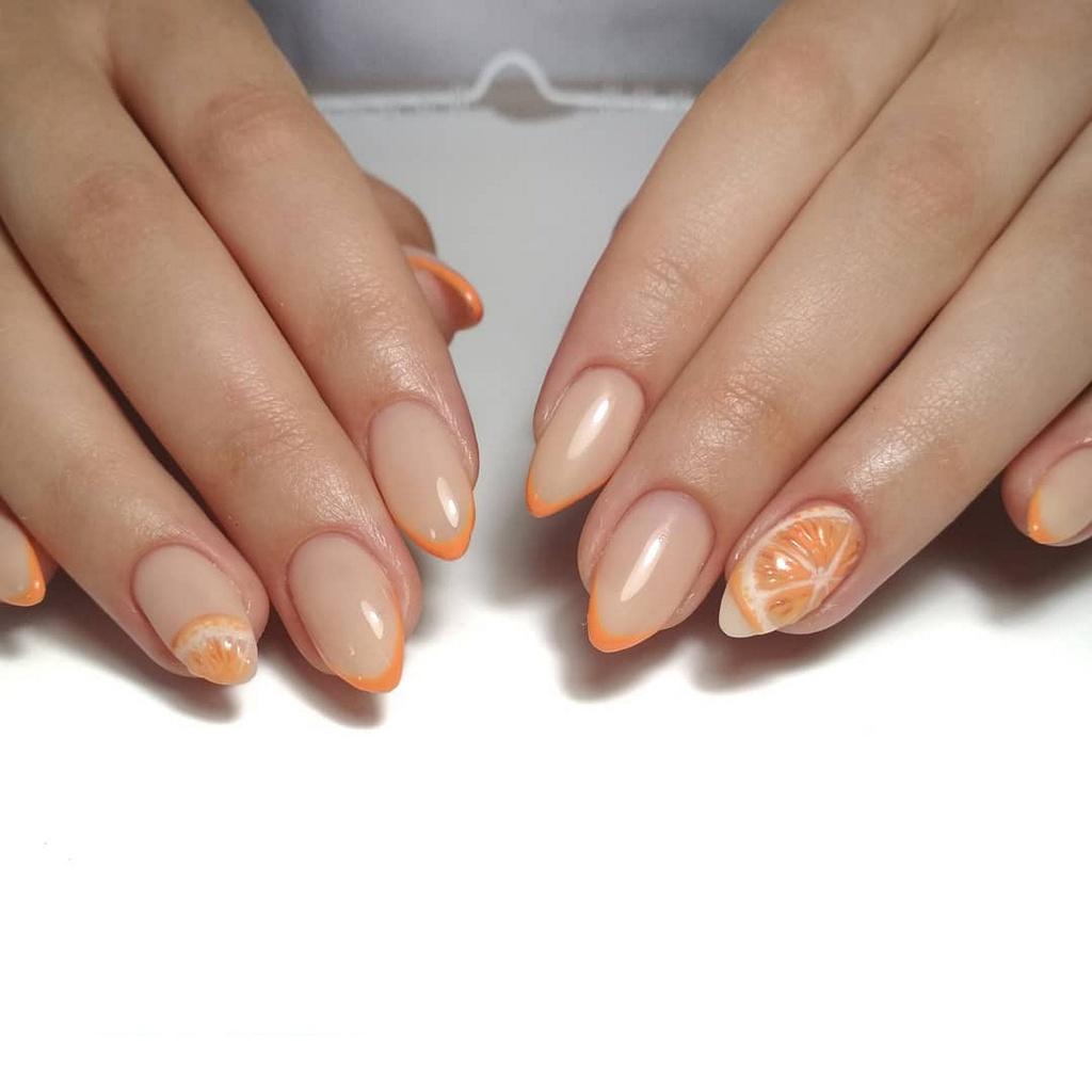 Маникюр с дольками апельсина на ногтях