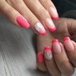 Свадебно красно-розовый френч, с белым цветком и бархатным песком на мизинце