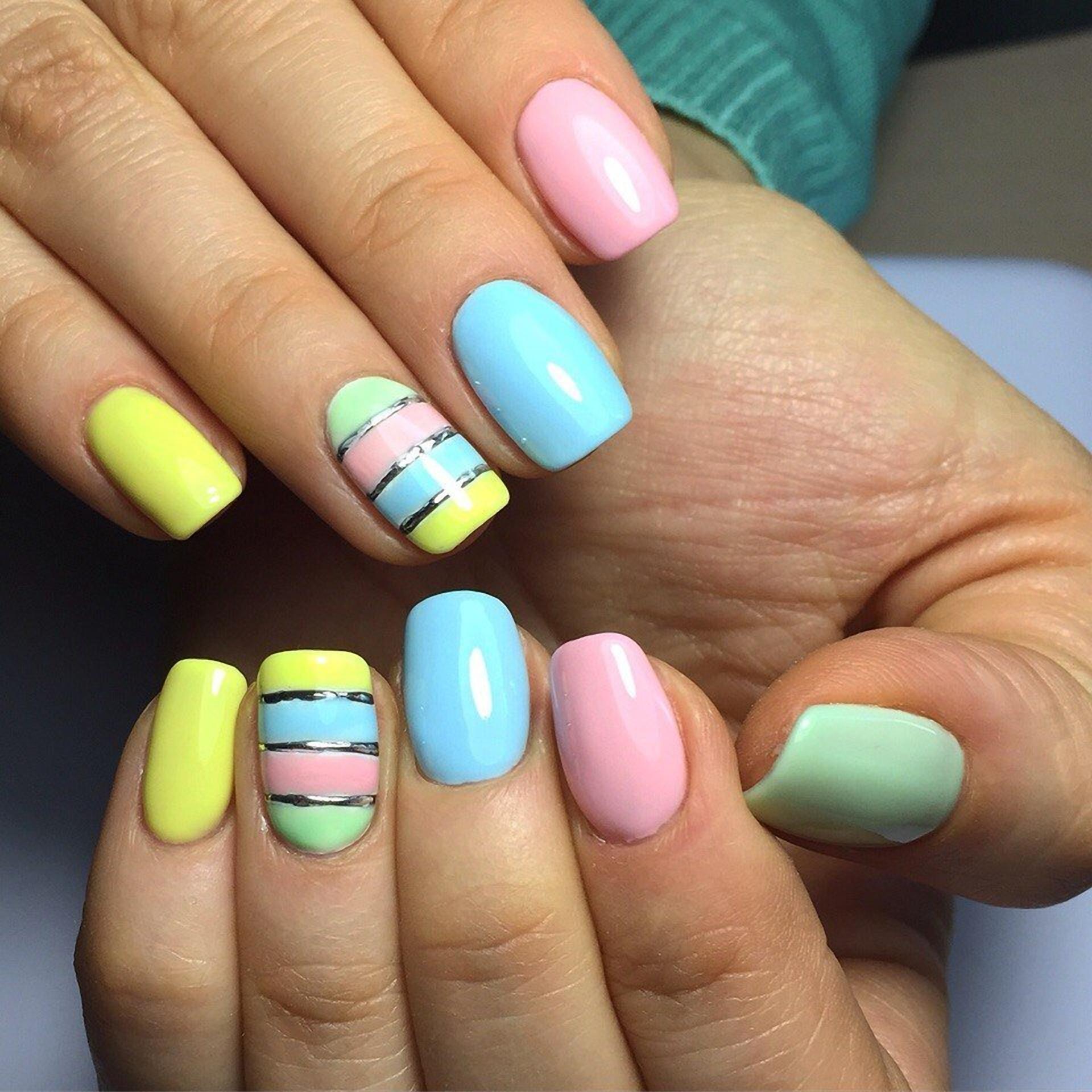Модный разноцветный маникюр шеллак 697