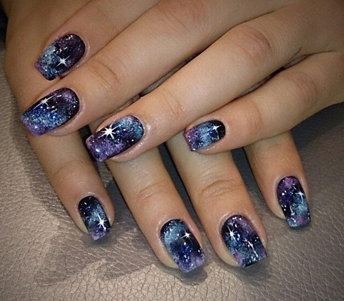 Дизайн фиолетово-синий маникюр 527