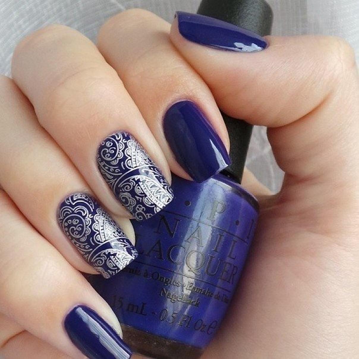 Класный темно-синий маникюр 470