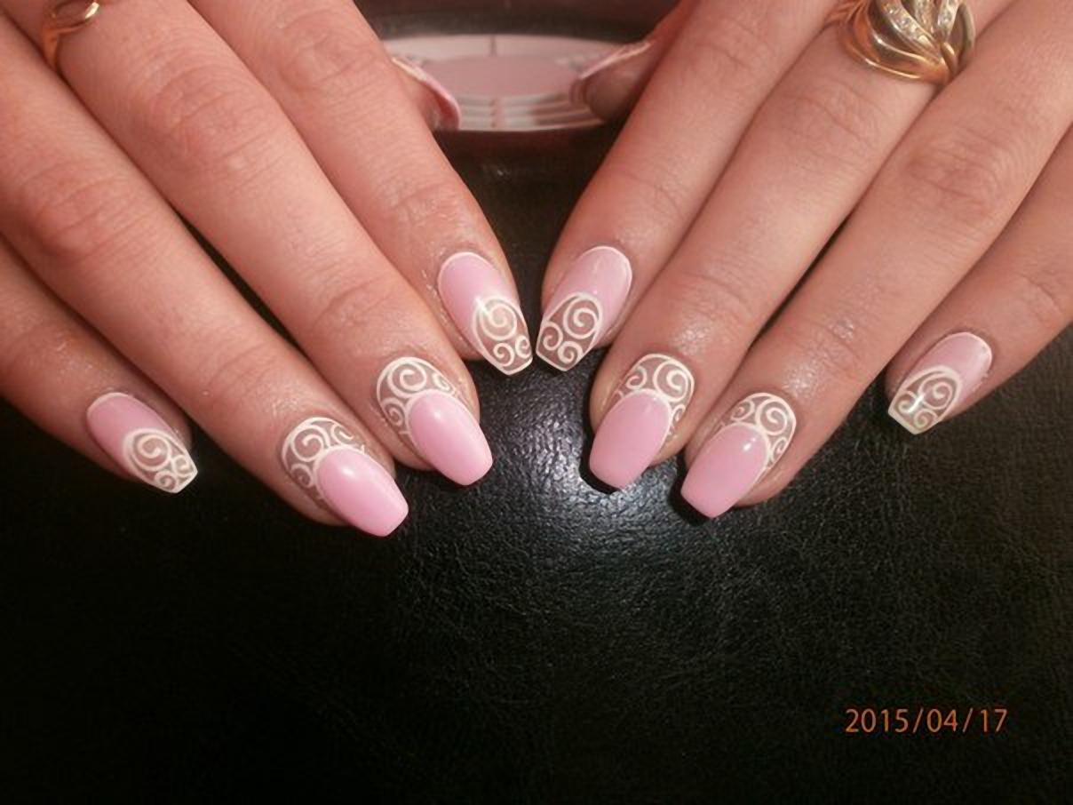 Тренд бело-розовый маникюр 602